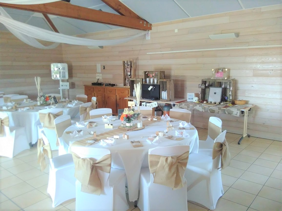 Salle mariage tables rondes